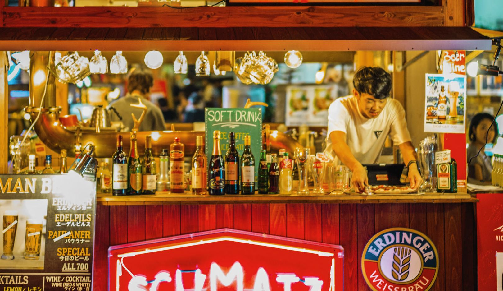 A piece of Germany: André Lotterer found the Schmatz stand in Toyko—with its schnitzel burgers, wursts, and German beer, it reminded him of his homeland.
